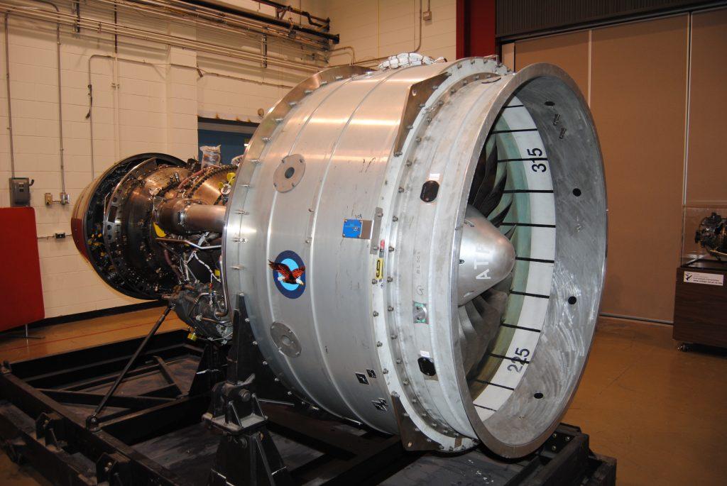Le tout premier moteur PW1524G que Pratt & Whitney a donné à l'ÉNA