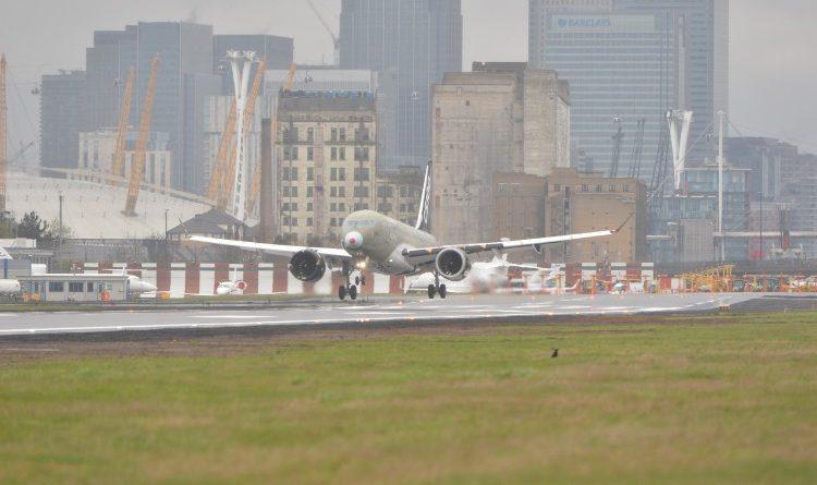CS100 au décollage de l'aéroport de London City