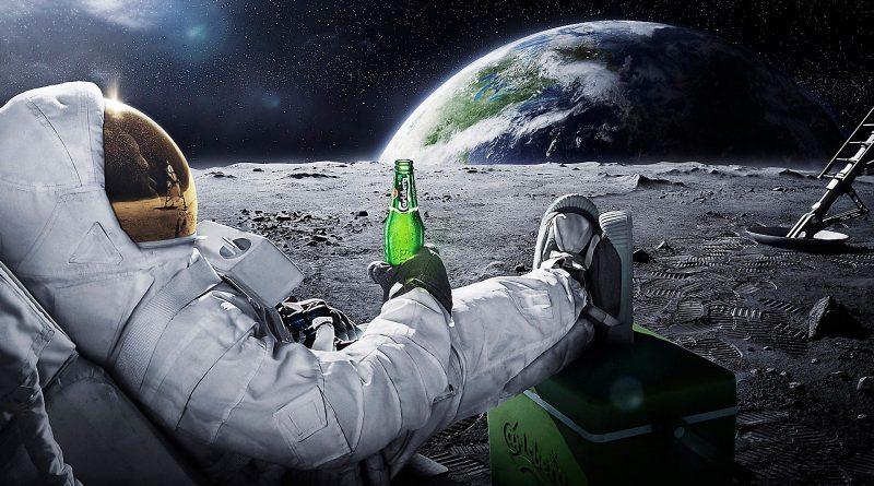 Astronaute buvant une Heineken sur la lune