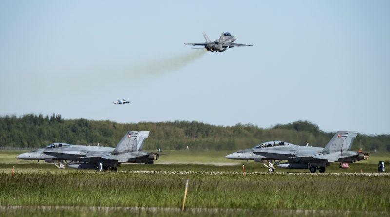 2 CF18 Hornet en attente