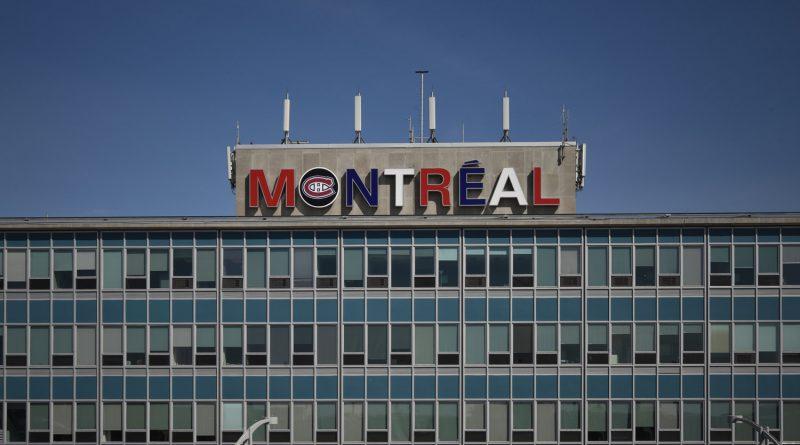 Le logo et les couleurs du des Canadiens de Montréal à l'aéroport Montréal Trudeau
