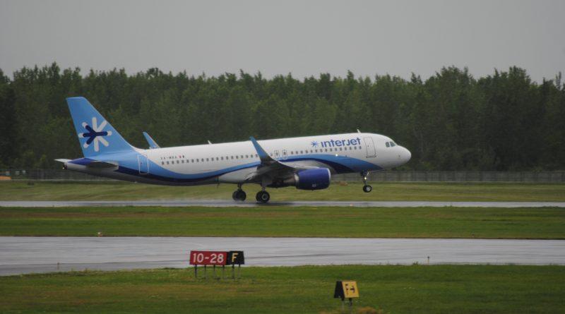 Premier atterrissage d'Interjet à Montréal-Trudeau