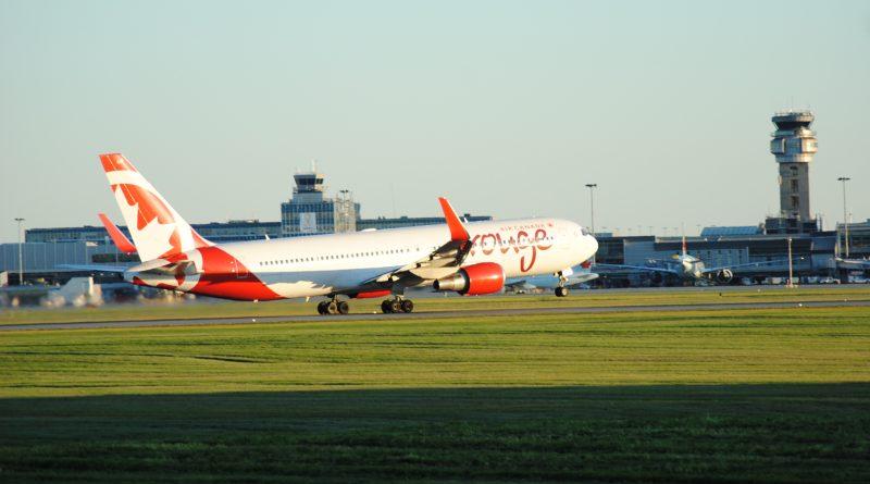B767-300 de Rouge au départ 24DR CYUL