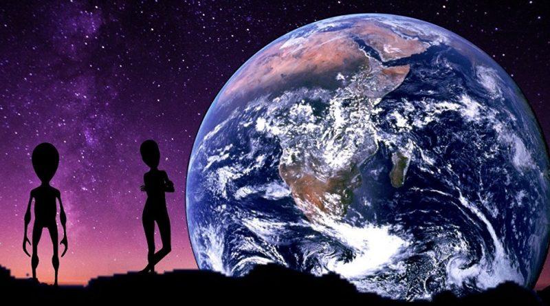 Deux extras Terrestres observent la Terre à partir de la Lune