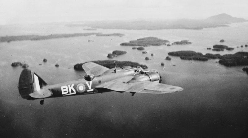 Bristol Bolingbroke Mk IV au dessus de l'eau
