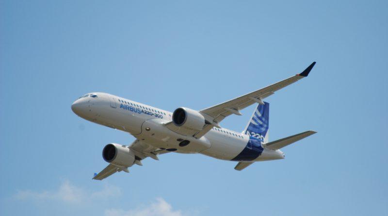 A220-300 survolant Toulouse