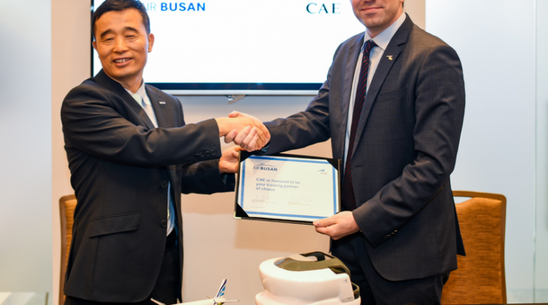 Signature d'une entente entre Air Busan et CAE