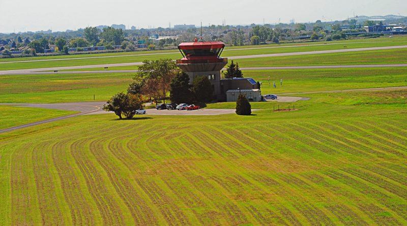 Tour de contrôle aéroport de Montréal Saint-Hubert-Longueuil CYHU
