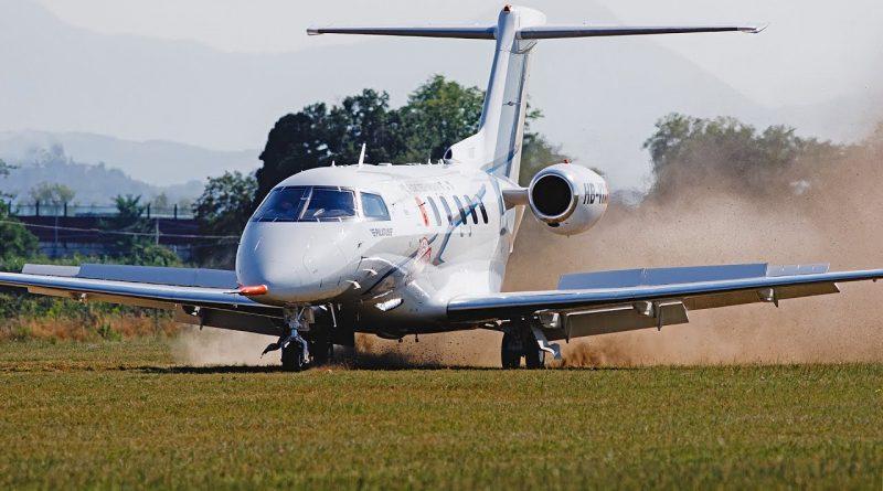 PC-24 sur piste en terre battue