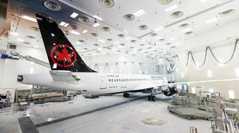 sort de l'atelier de peintureLe premier A220-300 d'Air Canada