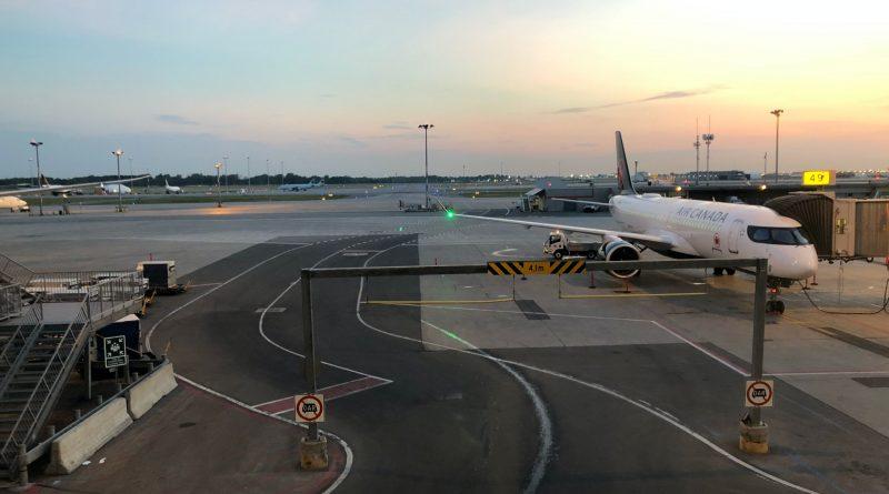 A220-300 Air Canada à la barrière