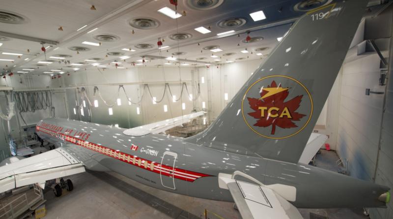 Air Canada A220-300 rétro