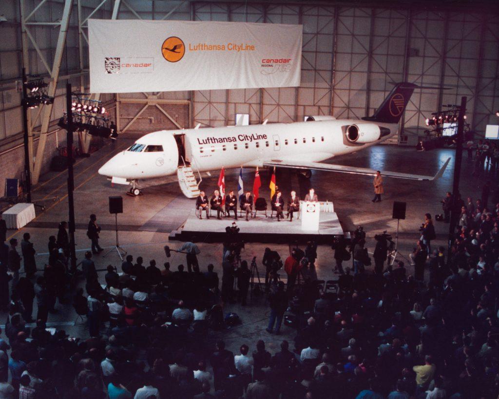 Cérémonie de livraison du premeir CRJ-100 à Lufthansa