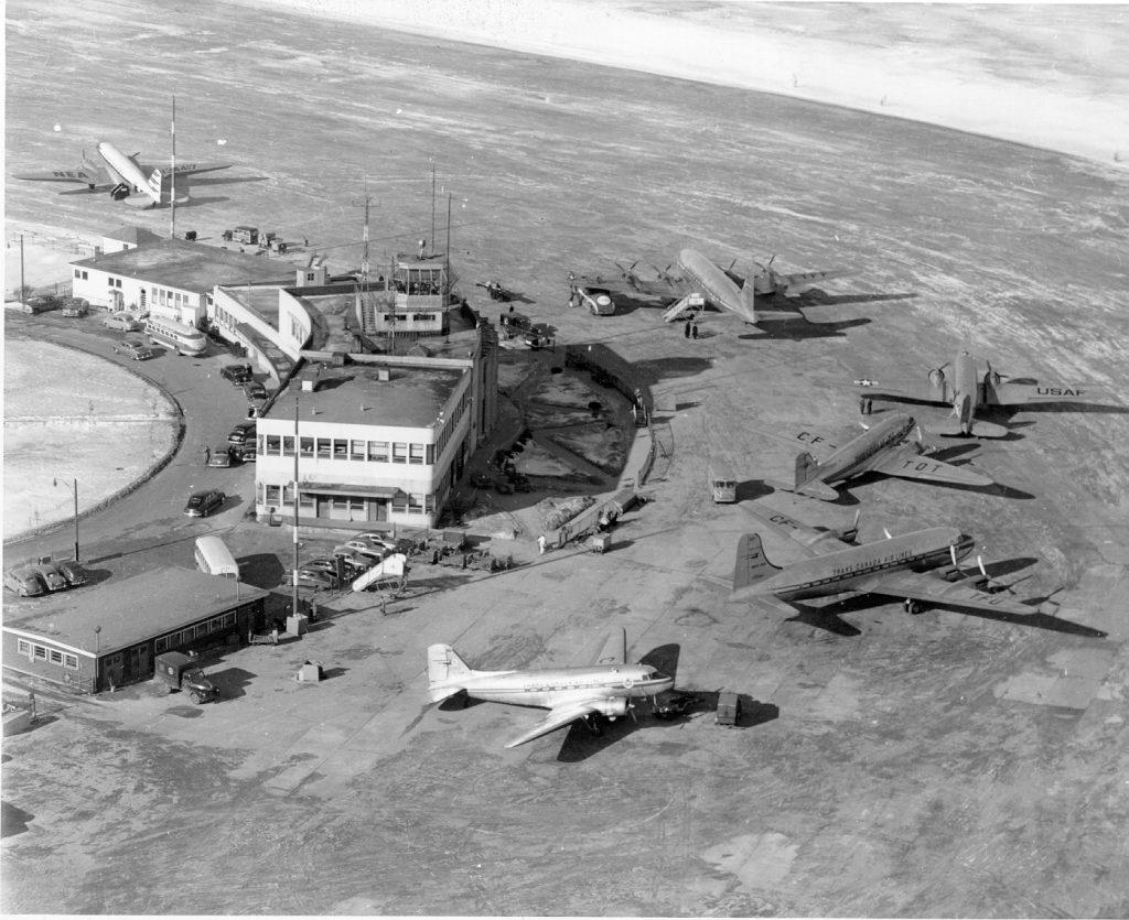 Le terminal et le tarmac dans les années 50. Source ADM